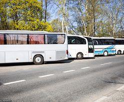 """Protest autokarowych przewoźników turystycznych. """"Dość czekania. Nasza branża umiera"""""""