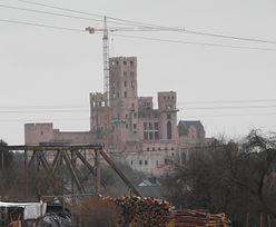 Zamek w Stobnicy niemal gotowy. Najnowsze zdjęcie słynnej samowoli budowlanej