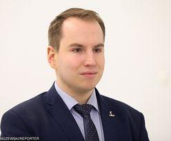 Andruszkiewicz pisał do resortu cyfryzacji. Chciał wiedzieć, ilu młodych tam pracuje