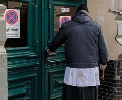 Ile księża zarabiają na kolędach? Pieniądze z koperty szybko się rozchodzą