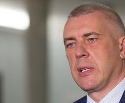 """Adam Glapiński """"zwalnia"""" byłego prezesa KNF z aresztu. Roman Giertych sugeruje """"ręczne sterowanie"""""""