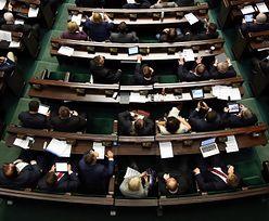 Ile zarabiają posłowie i senatorowie? Poza pensją mogą liczyć na wiele przywilejów