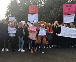 Protest uczniów w Białej Podlaskiej. Murem stoją za dyrektorem, który dostał dyscyplinarkę