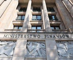 """Niekorzystne zmiany w roku podatkowym. Ministerstwo odrzuca obowiązujące zasady i tłumaczy to """"ważnym interesem publicznym"""""""