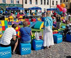 """500+ """"utrudnia Polsce inwestycje w przyszłość"""". Ekspertka bije na alarm"""