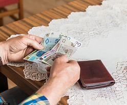 500+ dla emerytów będzie obniżone. Przez waloryzację
