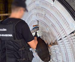 KAS przejęła 126 tys. paczek papierosów. Przemytnicy ukryli je w bębnach na kabel