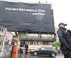 Greenpeace protestuje przeciwko węglowi. Wielki transparent na siedzibie PiS. Trwa ściąganie aktywistów