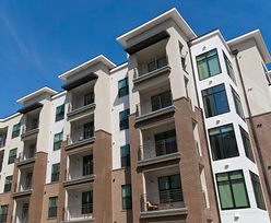Sprzedaje się mniej mieszkań, ale ceny i tak rosną