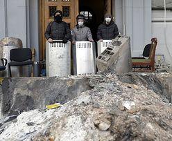Protesty we Lwowie. Berkut błagał na kolanach