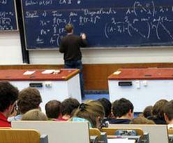 Zwalniają nauczycieli, a studiujących pedagogikę nie brakuje