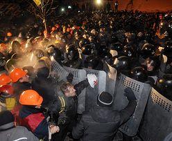 Manifestanci na Majdanie przygotowują się do odparcia szturmu milicji