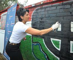 Rasistowskie napisy na murach zamalowała wiceszefowa MSZ