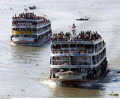 Katastrofa promu w Bangladeszu. Uratowano 50 osób