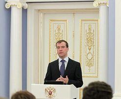 Miedwiediew chce demokratyzacji wyborów. Rozdaje zaproszenia