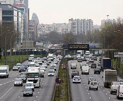 Smog w paryżu. Od północy koniec ograniczeń w ruchu drogowym