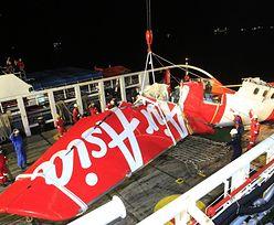 """Katastrofa samolotu AirAsia. Nurkowie wydobyli """"czarne skrzynki"""""""