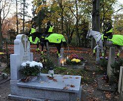 Dzień Wszystkich Świętych. Polacy odwiedzają cmentarze