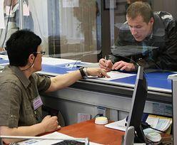 Polska biurokracja jest mało efektywna. Polaków ubywa, urzędników przybywa
