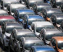 Rekordowa sprzedaż nowych samochodów w sierpniu. Często tylko na papierze