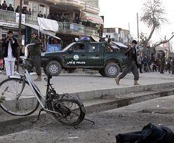 Zamach w Afganistanie. Zdetonowali bomby przed siedzibą wywiadu