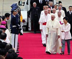 Kim odpalił pięć rakiet. Co z papieżem?