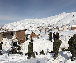 Atak zimy w Serbii. Wojsko i policja pomagają uwięzionym w zaspach