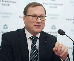 """Senator Grzegorz Bierecki pokazuje majątek. Jest multimilionerem, ale jeździ """"maluchem"""""""