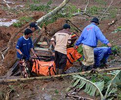 Lawina ziemna w Indonezji. Są ofiary i ponad setka zaginionych