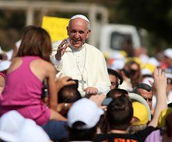 Fiat, który woził papieża sprzedany za 82 tysiące dolarów