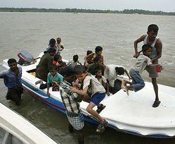 Imigranci uratowani z dryfującej łodzi. Płynęli do Australii