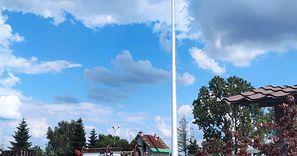 W środku wsi stanęła wielka antena 5G. Mieszkańcy pełni obaw