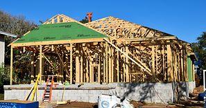 Drewno na wagę złota. Budowa domu jeszcze bardziej kosztowna. Stawki w górę nawet o połowę