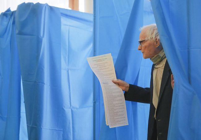 Wybory na Ukrainie. Dżemilew: aneksja Krymu to zjawisko tymczasowe