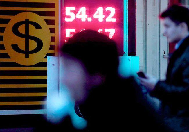 Rubel spada, nadciąga recesja. Gospodarka Rosji się chwieje