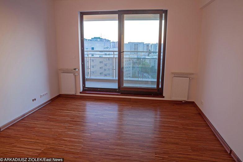 Ceny tych najmniejszych mieszkań są zasięgu oszczędności wielu Polaków, którzy w dobie rekordowo niskich stóp procentowych myślą o zainwestowaniu na rynku nieruchomości i zarabianiu na wynajmie