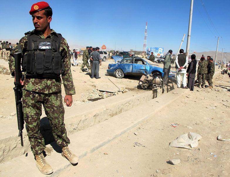 Zamach w Afganistanie. Przydrożna bomba zabiła 18 gości weselnych