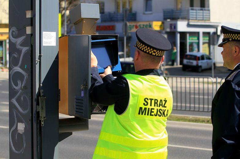 Zarzuty przekroczenia uprawnień dla trzech strażników miejskich
