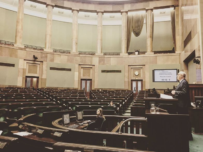 W Sejmie trwa debata nad zwolnieniem emerytur z podatków