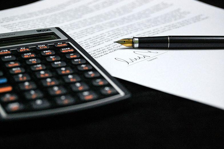 Podatek dochodowy od osób fizycznych rozlicza się przy pomocy odpowiedniego formularza PIT