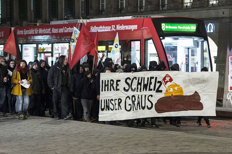 Część Niemców potępia Szwajcarów za...