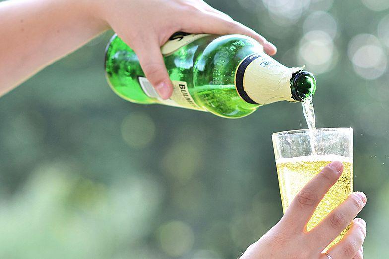 Brakuje ścisłej definicji win owocowych. W różnych krajach mogą one funkcjonować jako cydr, albo wino.