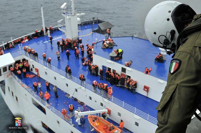 Dramatyczna akcja ratunkowa na włoskim promie zakończona