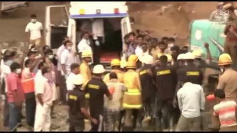 Ratownicy uratowali trzy osoby spod gruzów budynku