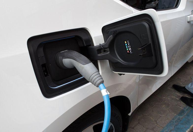 Samochody elektryczne nawet 3,5 razy ekonomiczniejsze niż auta spalinowe. Koszt ich zakupu może się zwrócić po czterech latach