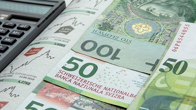 Kłopoty osób, które zaciągnęły kredyty hipoteczne we frankach szwajcarskich, ciągną się od lat.