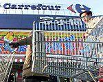 Kojce dla znudzonych mężów w supermarketach