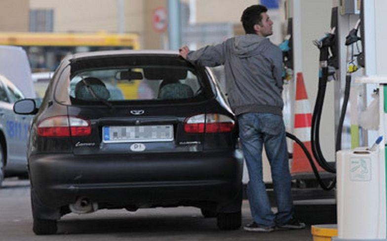 W zaledwie dwa tygodnie średnia detaliczna cena 95-oktanowej benzyny wzrosła o blisko 4 proc.