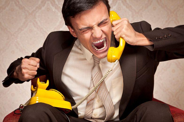 Służbowa komórka to pogróżki, ale i wywiady w wannie. Jak nie zwariować z telefonem w pracy?