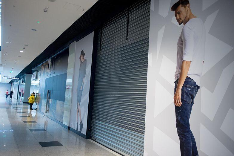 Przy zamkniętych sklepach działalność punktów usługowych jest często nieopłacalna.